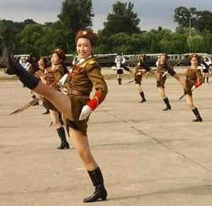 north_korean_army_babes_md.jpg