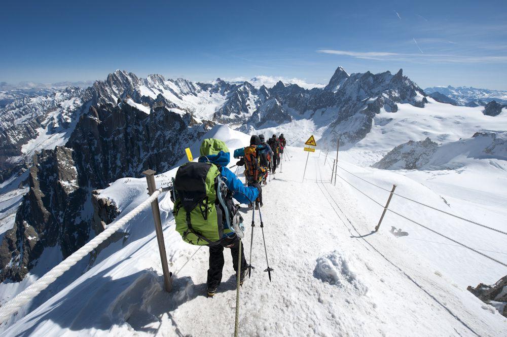 Rando glaciaire : La vallée blanche : et ses sommets débonnaires,  L'Aiguille du Misi, la pointe Lachenal, le Tacul... glaciers du Géant, du Tacul, mer de glace, séracs, crevasses