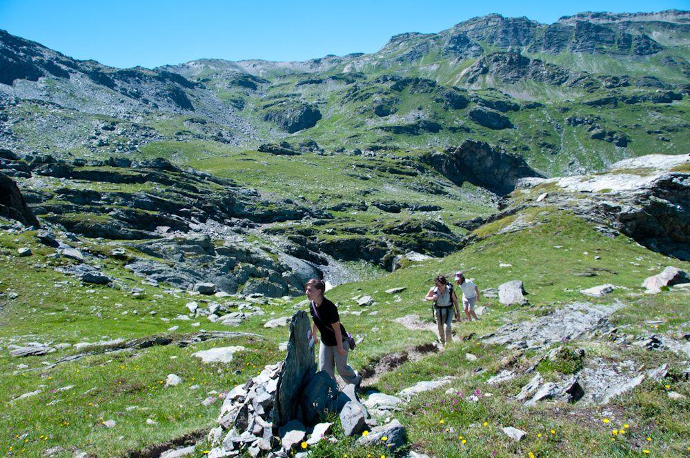 Val Thorens : Le col de la vallée étroite par le sentier balcon du lac du Lou et les lacs de Pierre Blanche