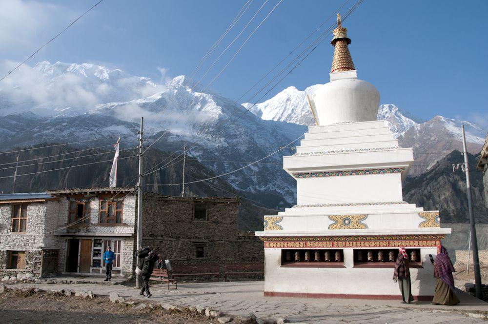 Bouddhisme au Népal Moulins à prière, murs et drapeaux à prières, stupas, temples...