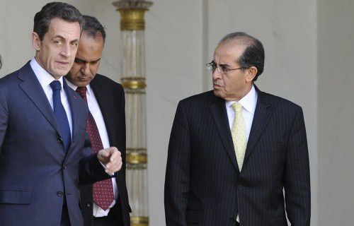 Sarko_et_opposants_libyens_recus_a_L_-_Elysee_le_10.03.2011.jpg
