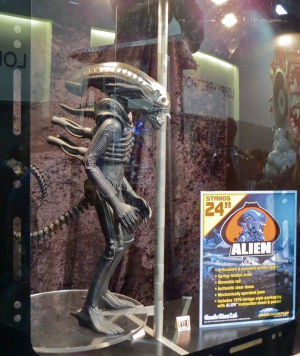 Gentle Giant ALIEN figure at Comic-Con 2013 - BTM Article-6