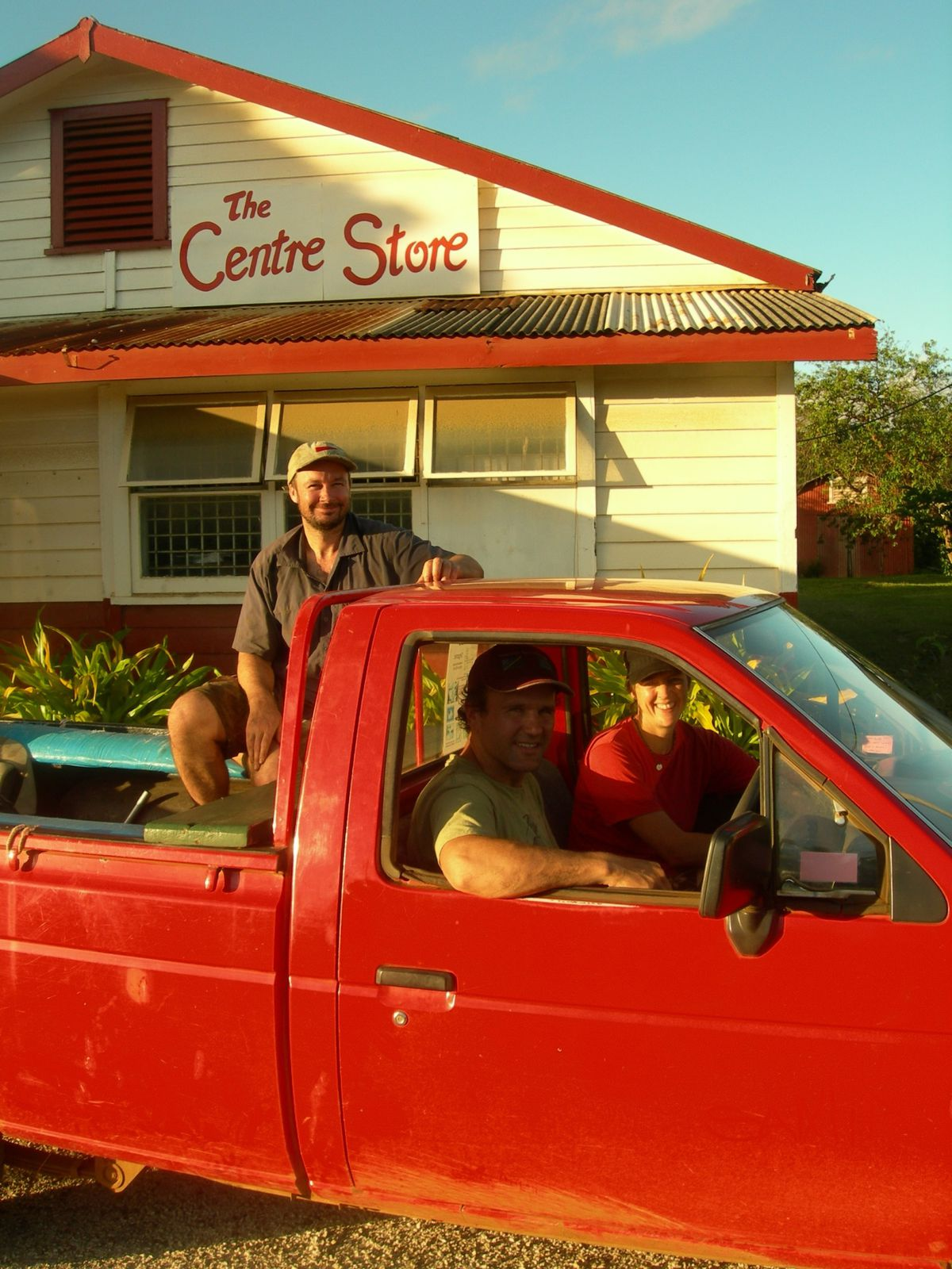 Atiu-26-sept-2009-team-in-red-car.jpg