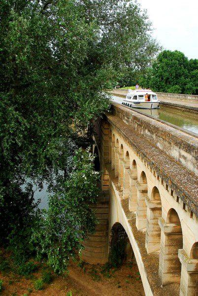 canal du Midi pont canal à Béziers