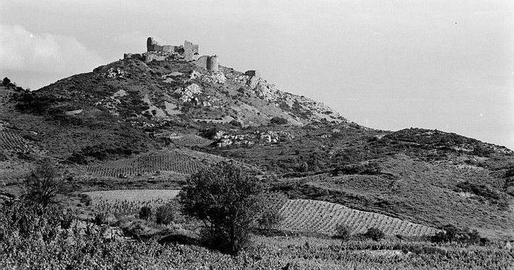 Chateau d'Aguilar 43 N et B en 1960 Hyvert Roger