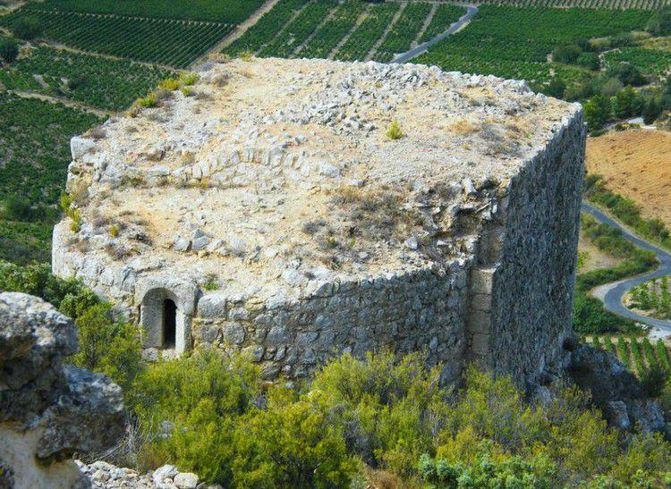 Chateau d'Aguilar 96 chapelle ste Anne