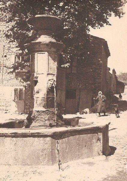 Bouisse photo ancienne 05 la fontaine de Bouisse en 1951