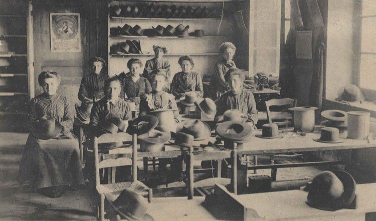 Esperaza fabrique de chapeau le garnissage en 1900