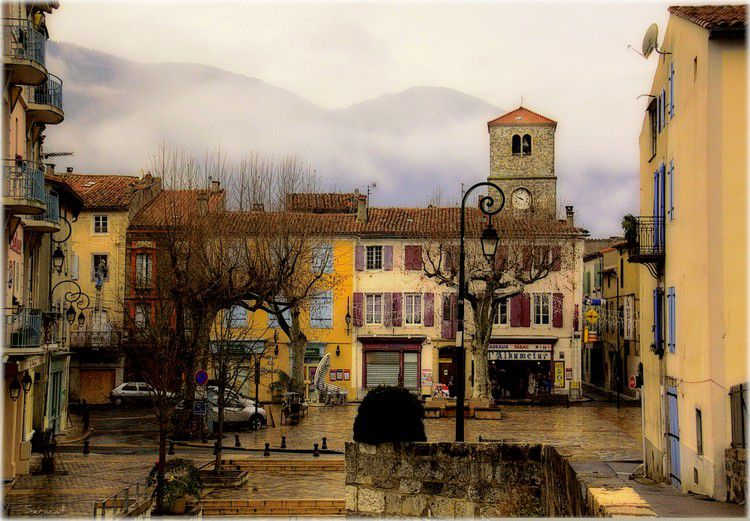 Quillan place de la republique 02