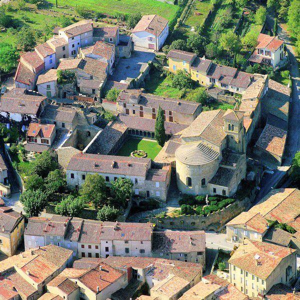 Saint Hilaire abbaye 112 vue aerienne