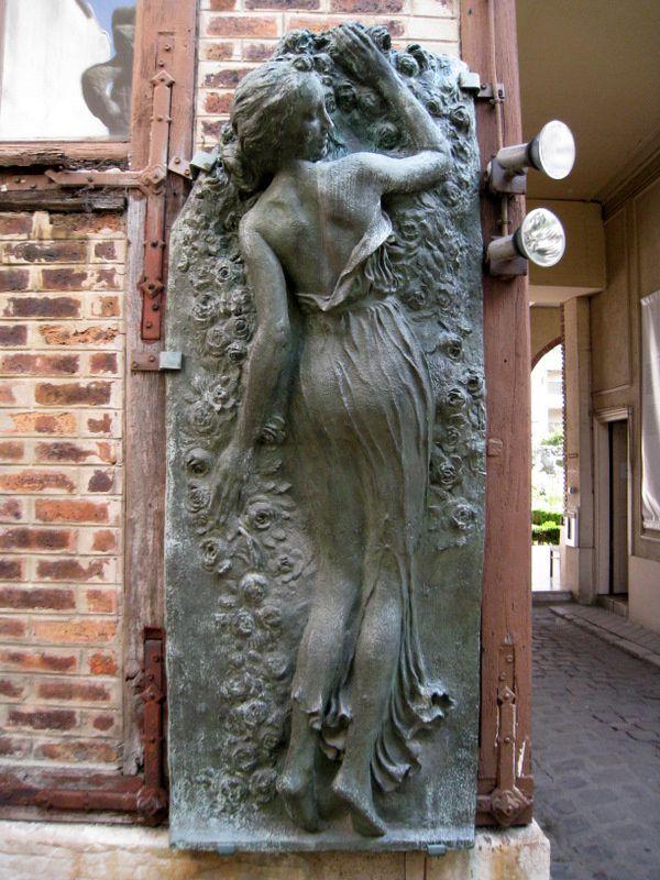 Sculptures de nymphes ou na ades jardin du mus e for Jardin 41 rue du temple