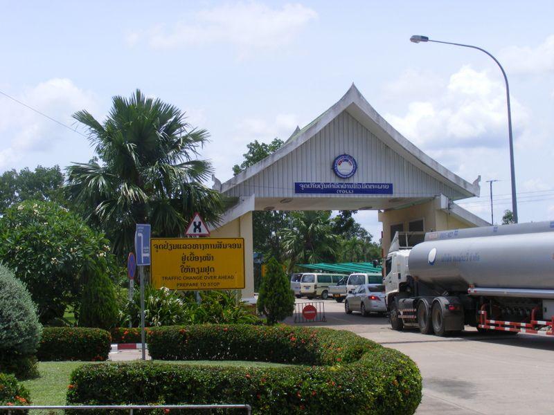 Laos c'est à droite et en Thaîlande c'est au milieu. non à