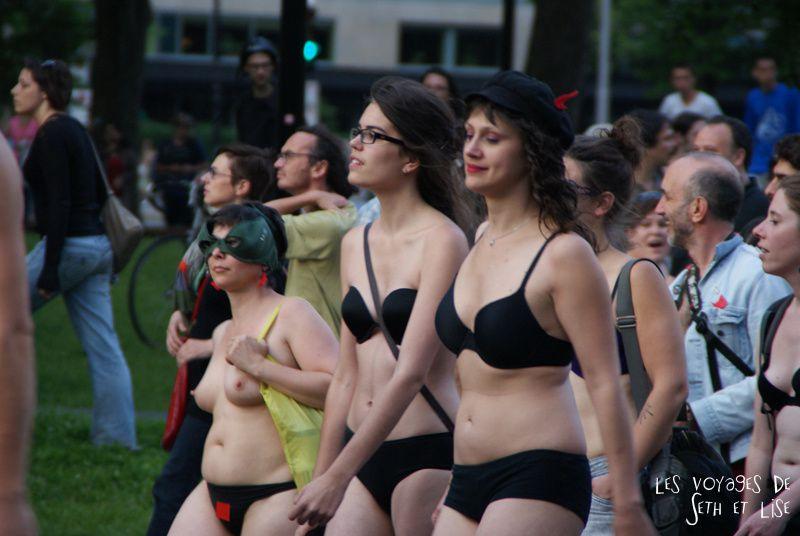 manifestation manif nu naked girls manufestation sexy seins boobs tits men underwear F1 montreal loi78 ggi manifencours 7 juin 2012 montreal blog voyage pvt whv