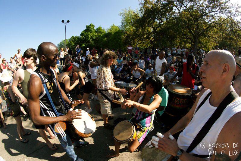pvt canada montreal mont royal dimanche blog voyage tour du monde couple fish eye tam-tams musique percussion