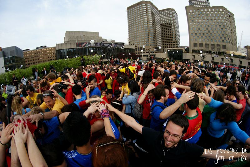 flashmob juste pour rire montreal improv everywhere mp3 experience blog pvt canada twister geant couleur humain