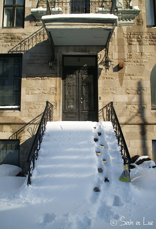 blog voyage canada pvt photo seth lise montreal snow steps escalier lazy