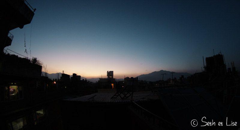 blog voyage tour du monde nepal katmandou nuit toit