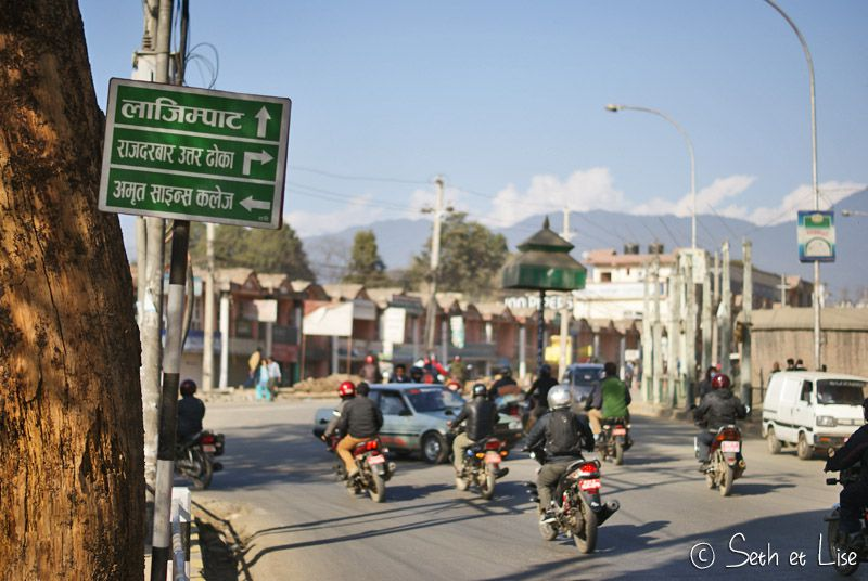 blog voyage tour du monde nepal katmandou traffic sign