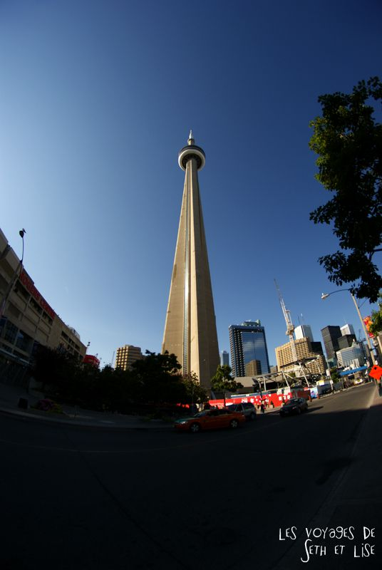 blog pvt canada whv toronto ontartio couple voyage travel tour du monde cn tower 8mm fisheye 553