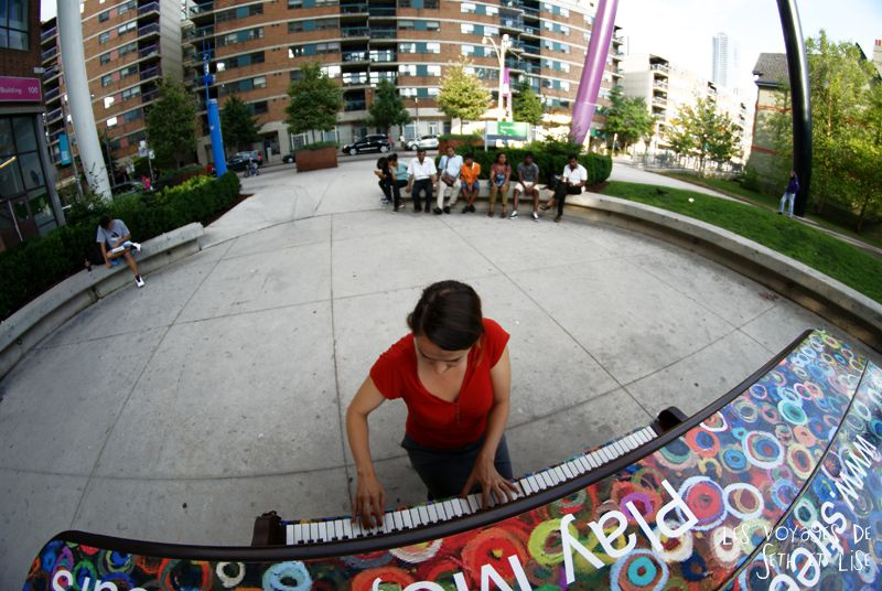 blog voyage piano street toronto play me i m yours pvt canada ontario couple travel art musique audience public 8mm fisheye
