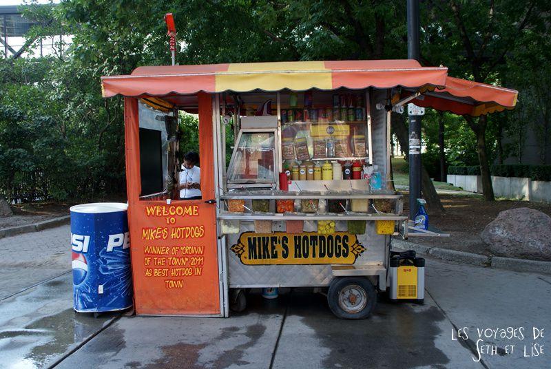 blog pvt canada toronto couple voyage tour du monde portrait seth lise hot dog meilleur ville marchand ambulant