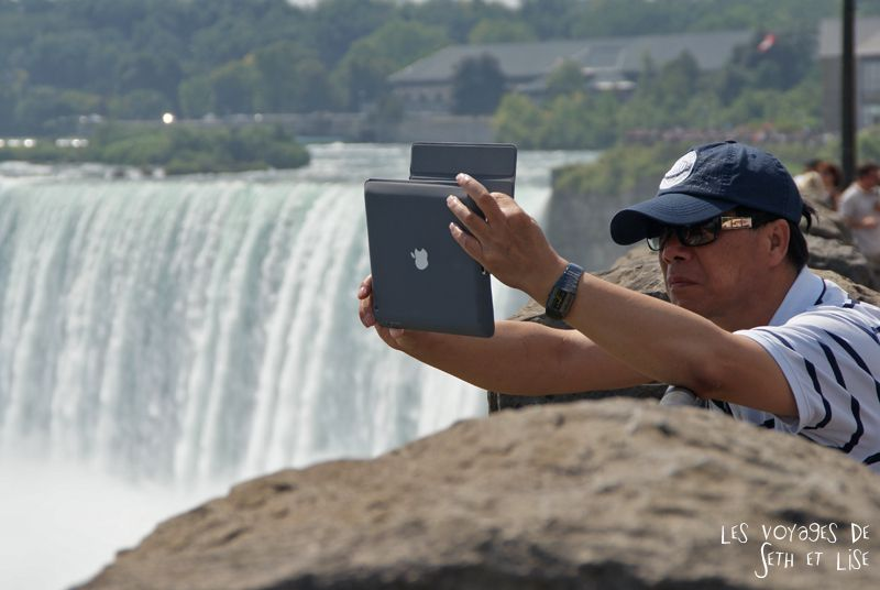 niagara falls chutes ontario canada pvt blog tourisme cascade nature couple ipad touriste