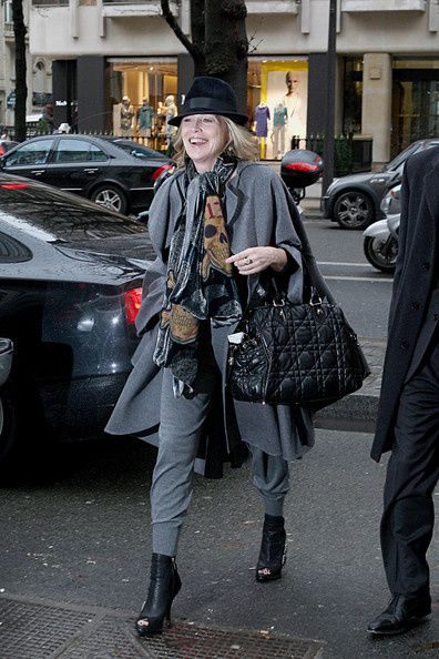 Sharon-Stone-dressed-chic-gray-outfit-skull-a9GxWjgT4a-l.jpg