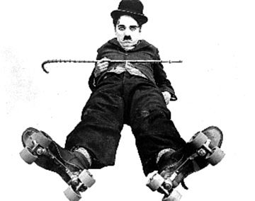 Charlot-allonge-patins roulettes-nb !!!