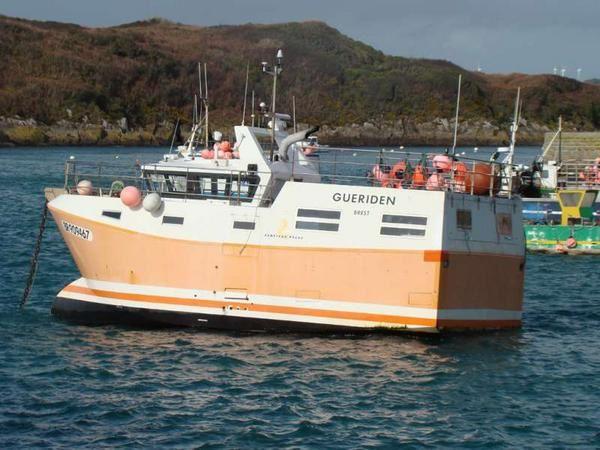 bateau de peche professionnel beneteau