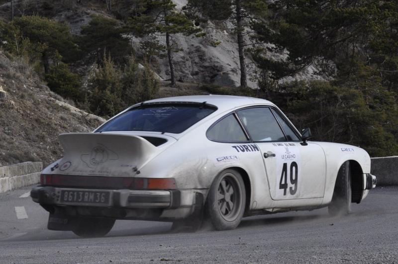13ème Rallye Monte Carlo Historique 2010. Porsche 911 SC de 1979, préparée en groupe IV par l'usine, a participé au Rallye Acropolis en 1980, 81 et 82.. Bilou a participé à tous les Monte Carlo Historiques.