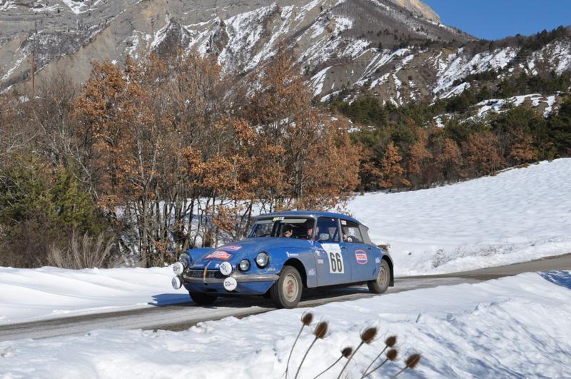 13ème Rallye Monte Carlo Historique 2010. Citroën DS 21 de 1966. A l'origine du Team Aseptogyl, Bob Neyret met à la disposition de ses clients des DS et SM Maserati.