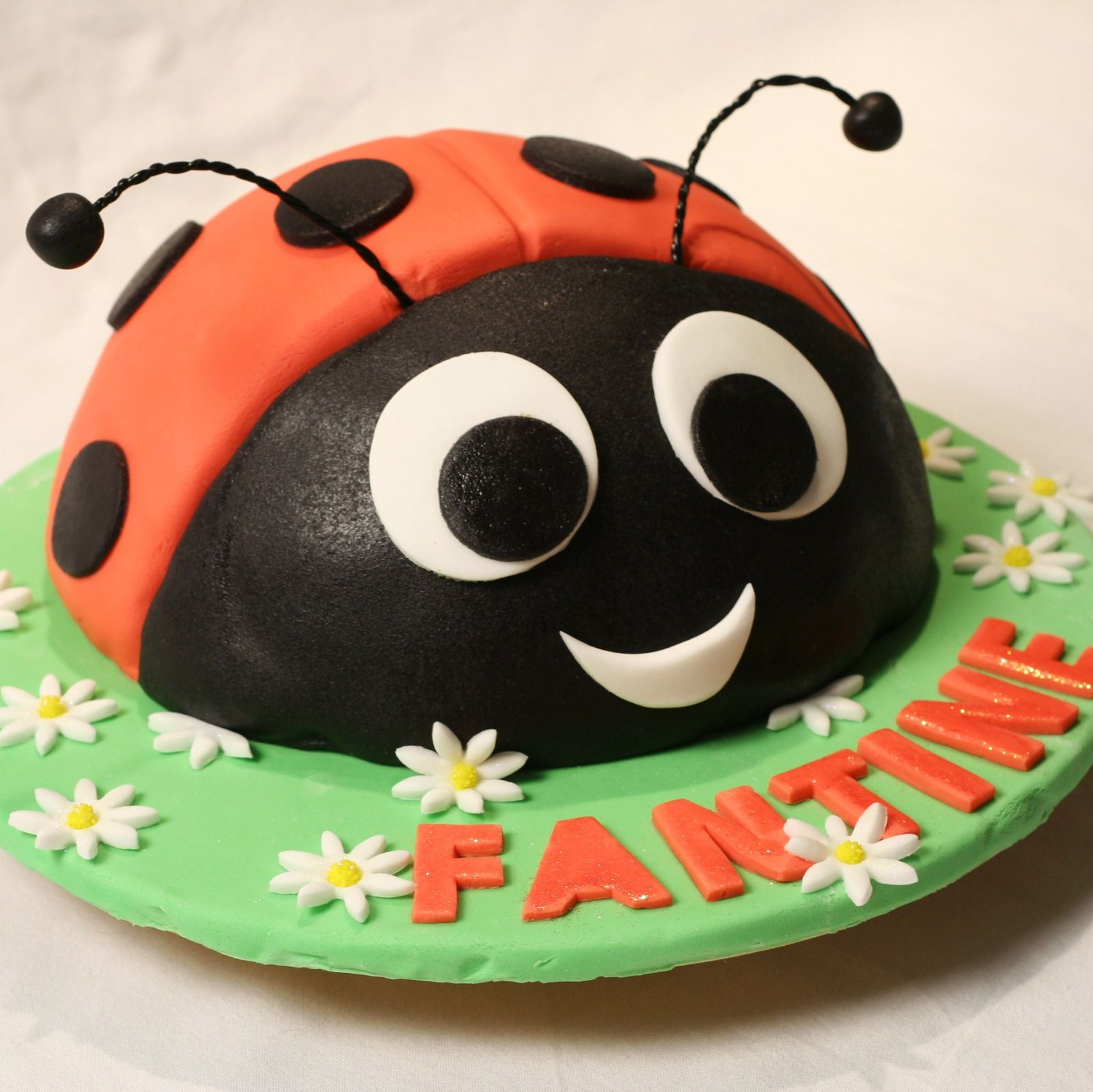 coccinelle facile en 3d ladybird cake blog de cuisine cr ative recettes popotte de manue. Black Bedroom Furniture Sets. Home Design Ideas