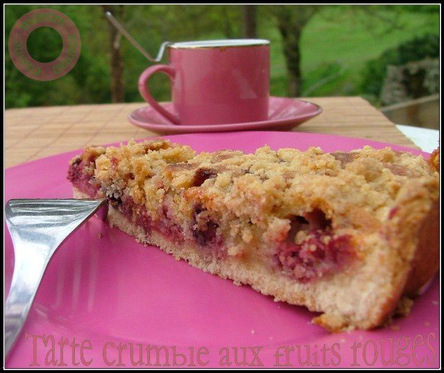 tarte amandine aux fruits rouges saupoudrée de crumble - miamm