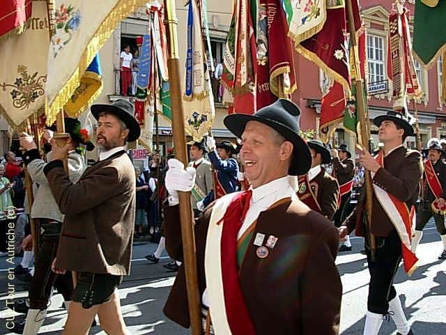 Costumes-tyroliens-commemoration-de-2009.JPG