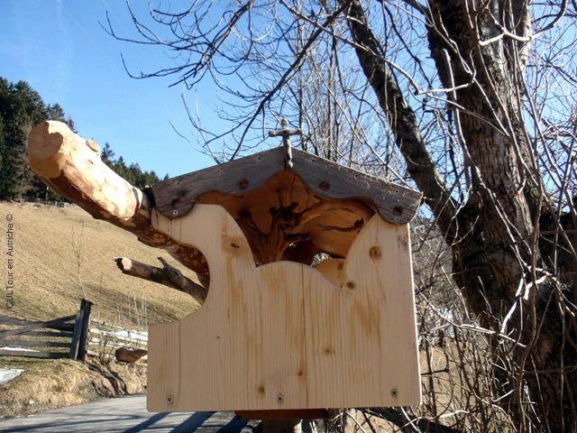 Mangeoire-pour-les-oiseaux-en-bois-nature.JPG