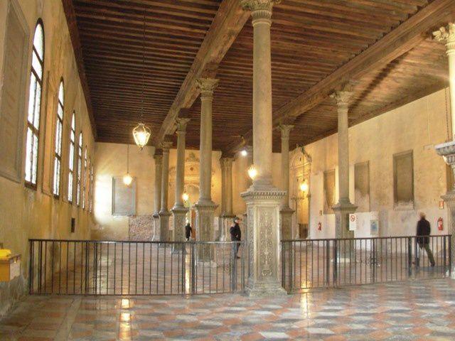 Venise---la-salle-des-pas-perdus-de-l-hopital-civil.JPG
