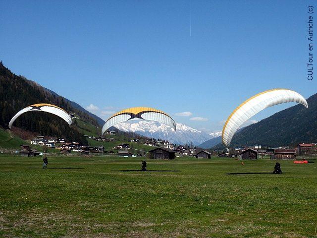 Parapente-vallee-de-Stubai--Autriche-.JPG