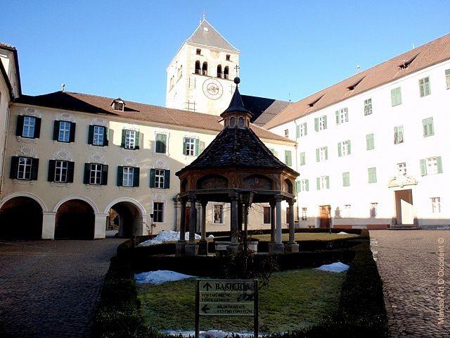 Abbaye-de-Novacella---Neustift-a-Bressanone.JPG