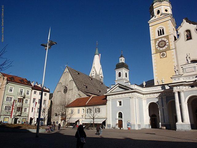Brixen-basilique-a-cote-de-la-cathedrale.JPG
