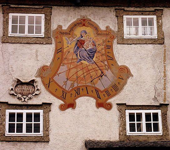 Cadran-solaire-avec-la-vierge-Marie-a-Salzbourg.JPG