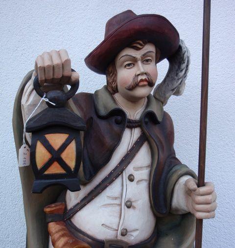 Sculpture-sur-bois-realise-par-un-artisant-de-Seefeld.JPG