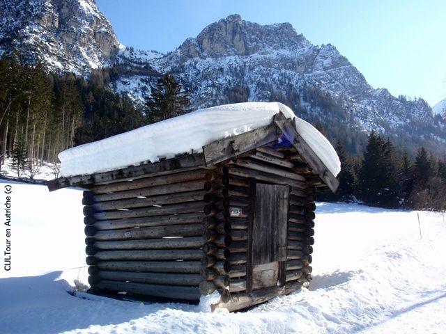 Cabane-sous-la-neige-au-Tyrol.JPG
