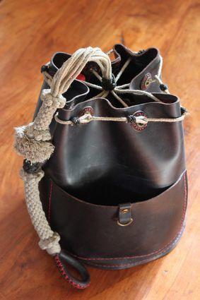 sac en cuir de mateloteur (alban de araujo)