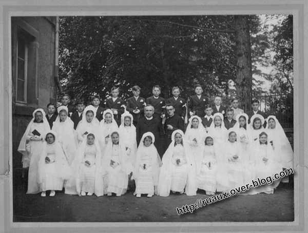Ruaux 88370 Les Communiants année1950-Photo de communions à Ruaux 88370 année 1950
