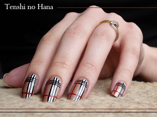 decoration ongles burberry