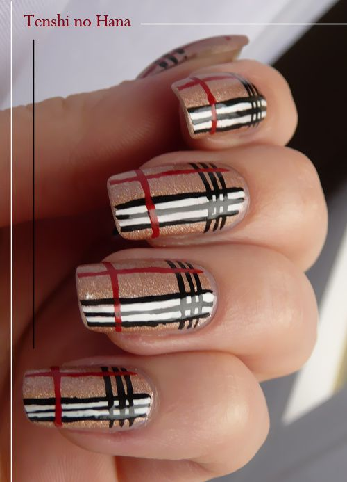 Decoration ongle burberry