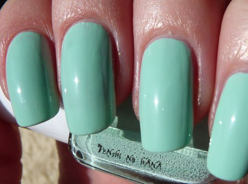 Essie Mint Candy Apple 2