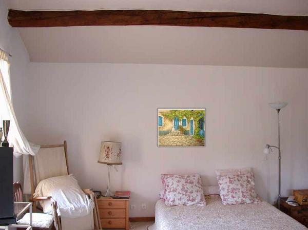 Montage photographique pour une idée de la taille de cette toile : '' Les Volets Bleus '' peinture par Alexandre Houllier