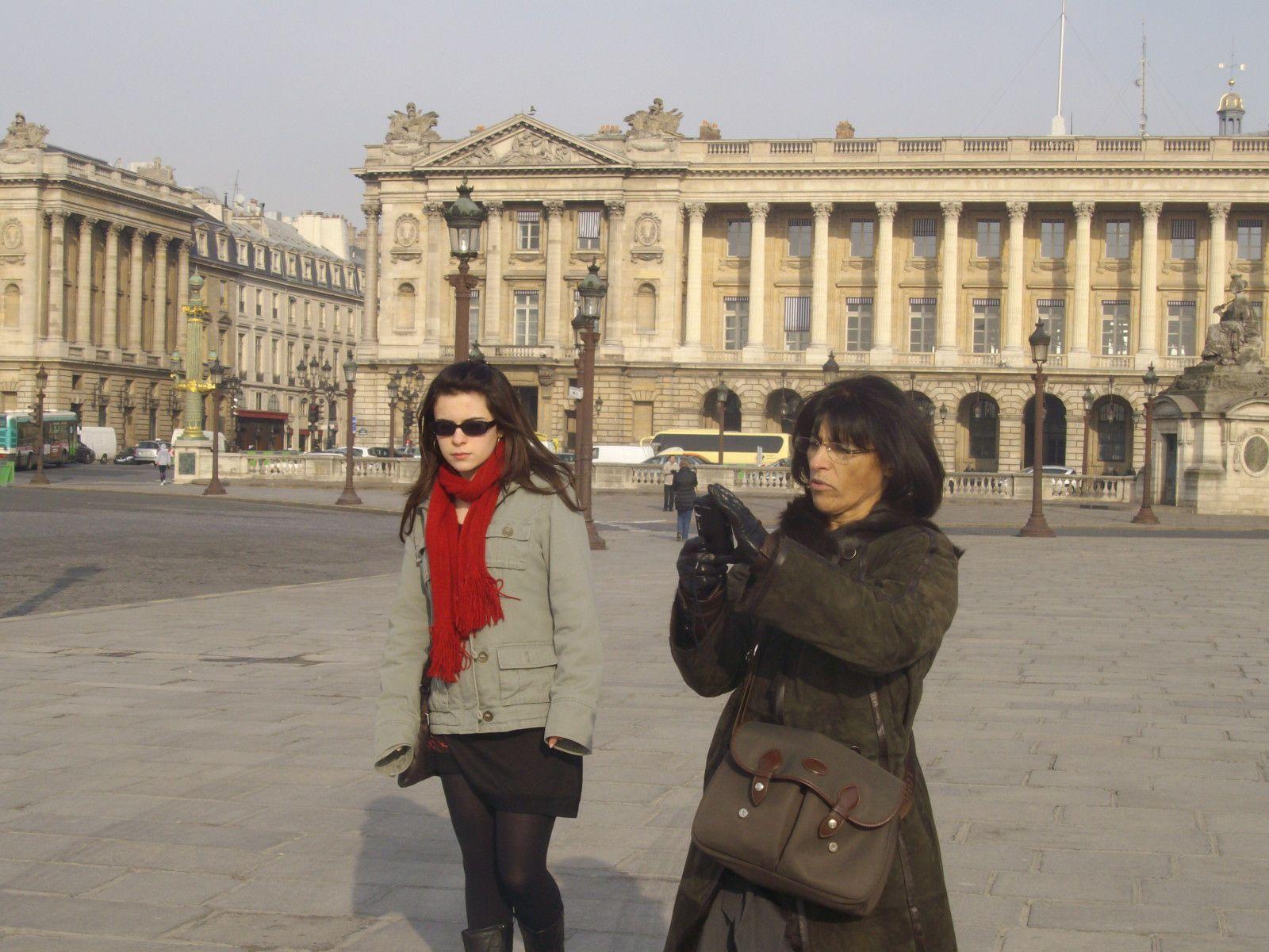 A Paris, au Ministère de l'Éducation nationale, Fiona (TL) et Juliette (1L) reçoivent au nom de tous les lycéens d'i-voix le PREMIER PRIX ETWINNING 2009 CATÉGORIE LYCEES.