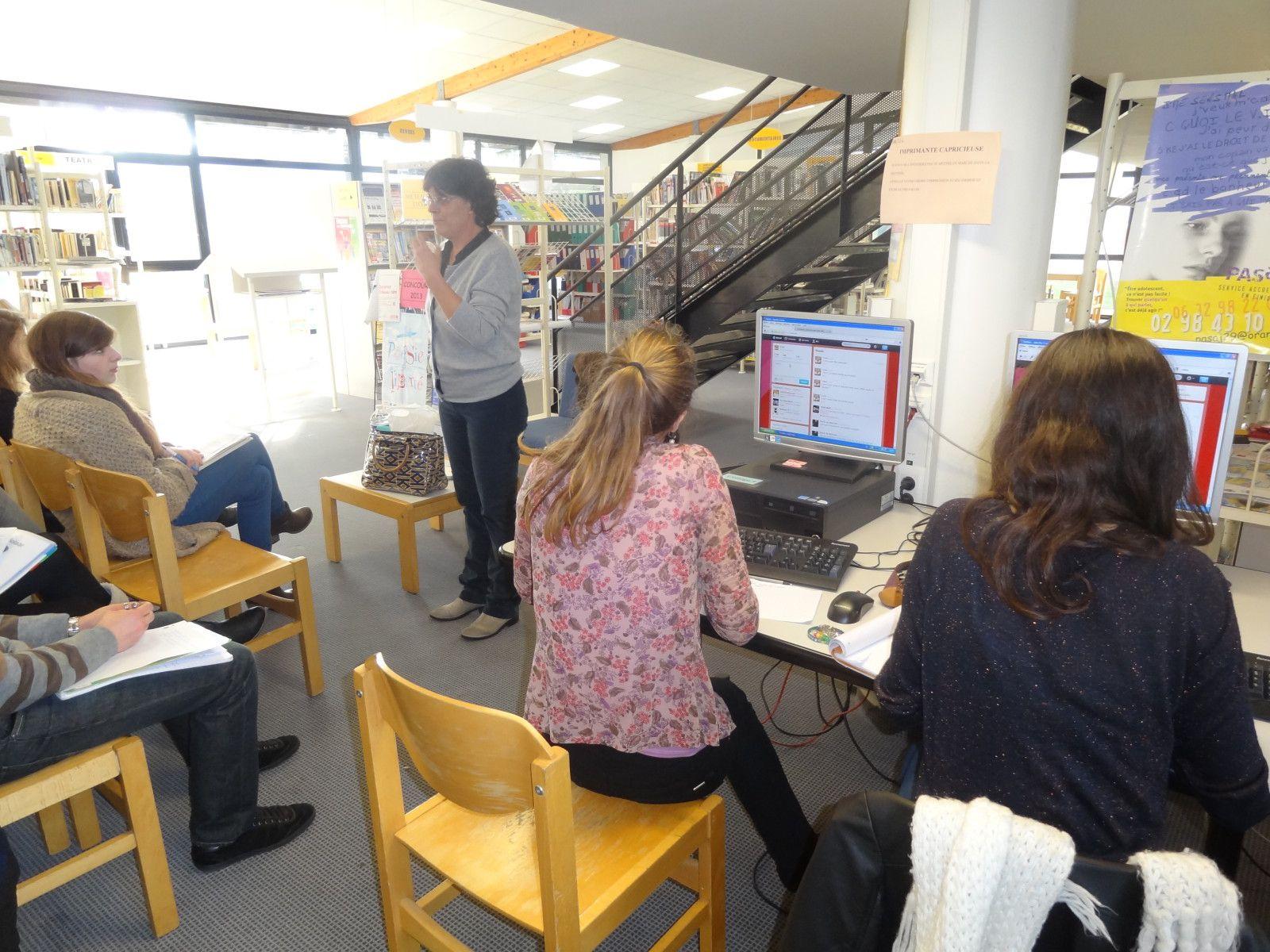 Jeudi 25 janvier 2013, au CDI du lycée de l'Iroise à Brest, les lycéens d'i-voix ont rencontré  Anne Jullienauteure du recueil Flottilles.